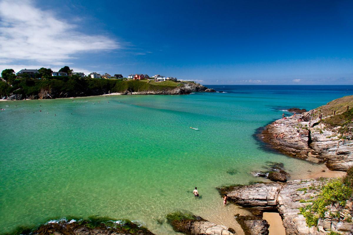 Hoteles rurales de Casonas Asturianas: vista de la playa de Tapia de Casariego.