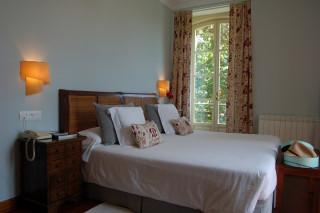 Hoteles rurales de Casonas Asturianas: acogedora habitación del hotel Casona de la Paca