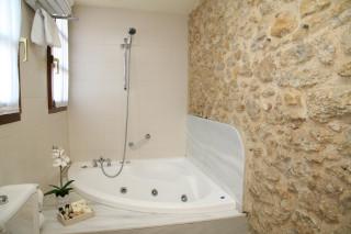 Hoteles rurales de Casonas Asturianas: jacuzzi del hotel Palacio de la Viñona
