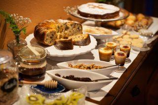 Hoteles rurales de Casonas Asturianas: buffet de desayunos del hotel PLeamar.