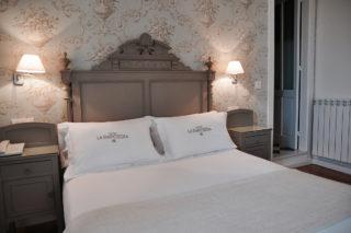Hoteles rurales de Casonas Asturianas: una habitación del hotel La Raposera.